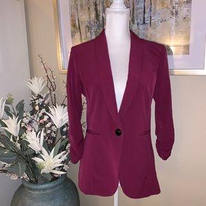 Stooshy red blazer.